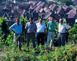 5 Hugel family members in the vineyards HD